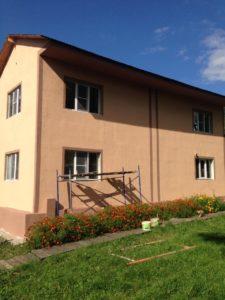 Двухэтажный дом в цветах
