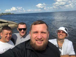 Прогулка по реке с друзьями - адаптация алкозависимых